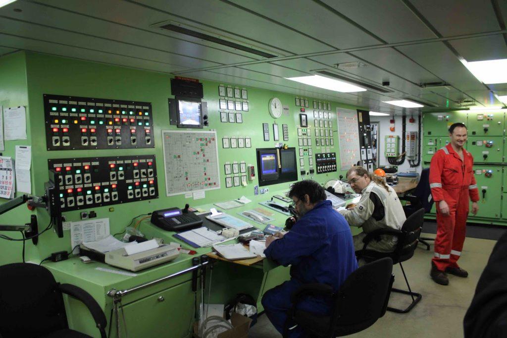 Организация несения вахты в машинном отделении - машинная команда.